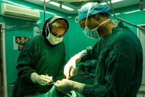 عمل زیبایی بینی در کلینیک یا بیمارستان